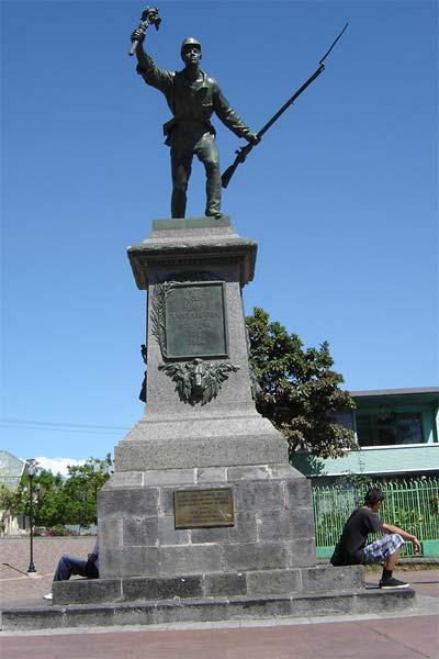 estatua-de-juan-santamaria