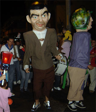 alajuelenses-desfile-de-faroles-mascaradas